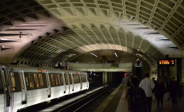 New York Metrosunda Temassız Banka Kartları