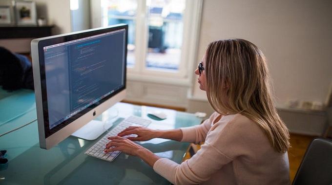 Sürekli Bilgisayar Ekranına Bakarak Çalışanların Dikkat Etmesi Gerekenler